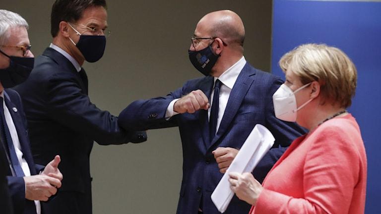EU-ledare skakar armbåge