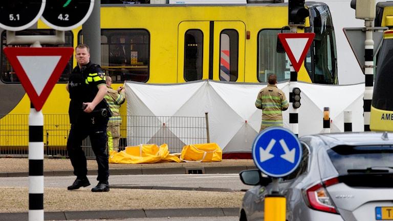 Polis vid platsen för skjutningen
