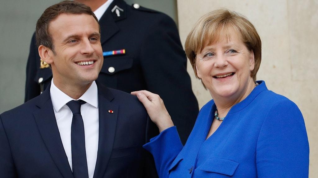 Macron och Merkel under mötet i Paris.