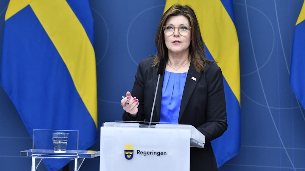 Arbetsmarknadsminister Eva Nordmark vid en presskonferens på måndagen om läget på arbetsmiljön i pandemin.