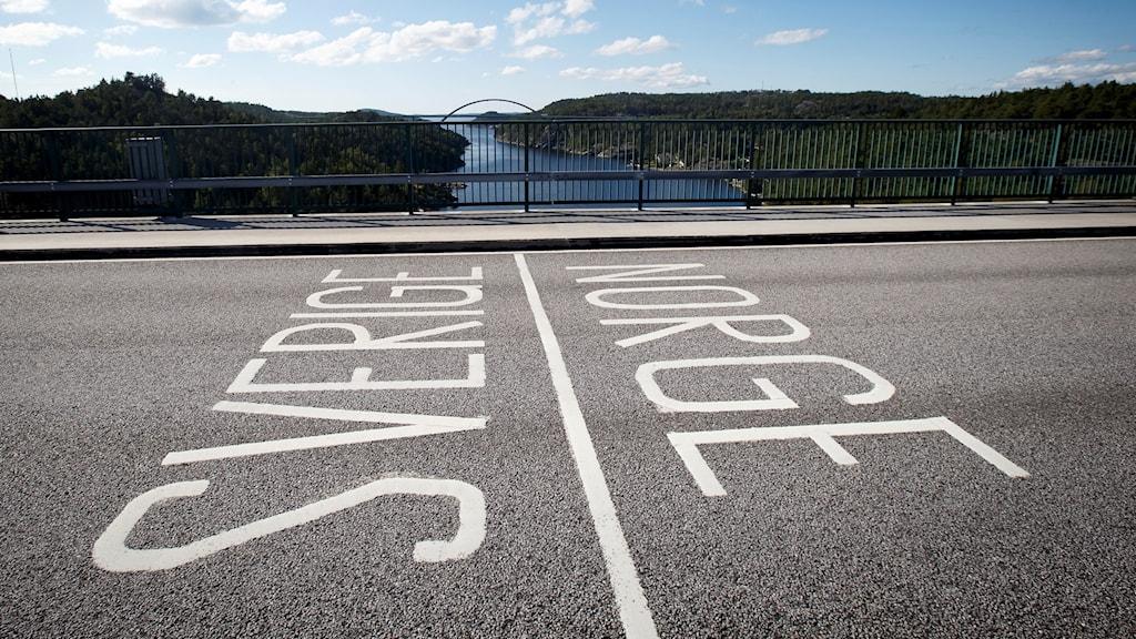 Gränsmarkering mellan Sverige och Norge på gamla Svinesundsbron