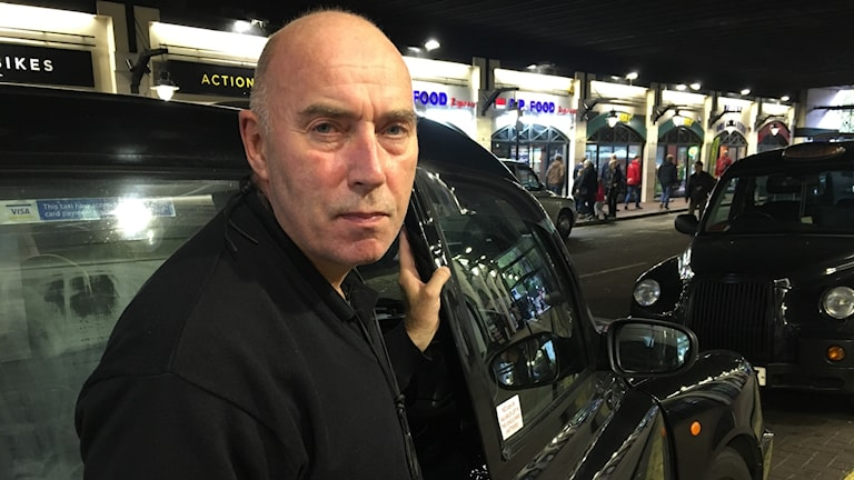 Taxichauffören Steve Townrow tror att den höjda avgiften blir en droppe i havet