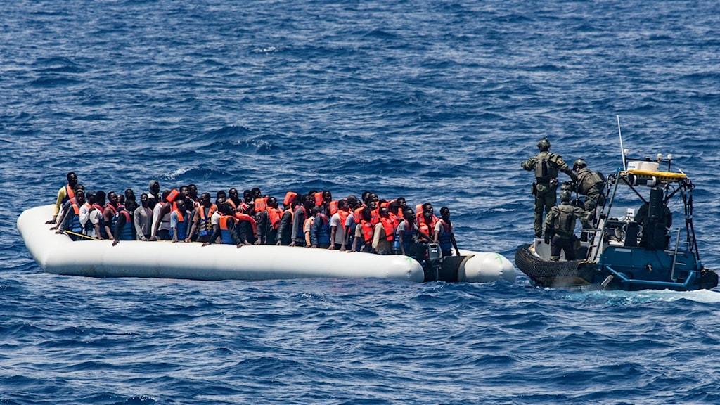 Kustbevakningens fartyg KBV 002 har under fredagen genomfört fem sjöräddningsinsatser södra Medelhavet..