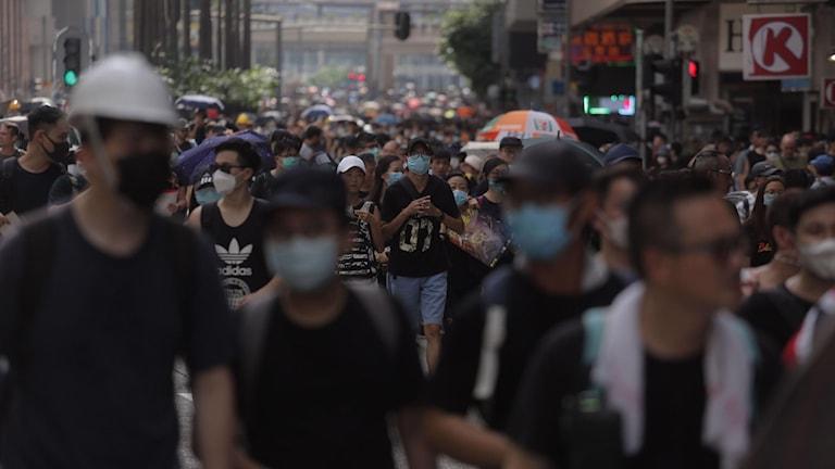 Bild från protestmarschen i Hongkong.
