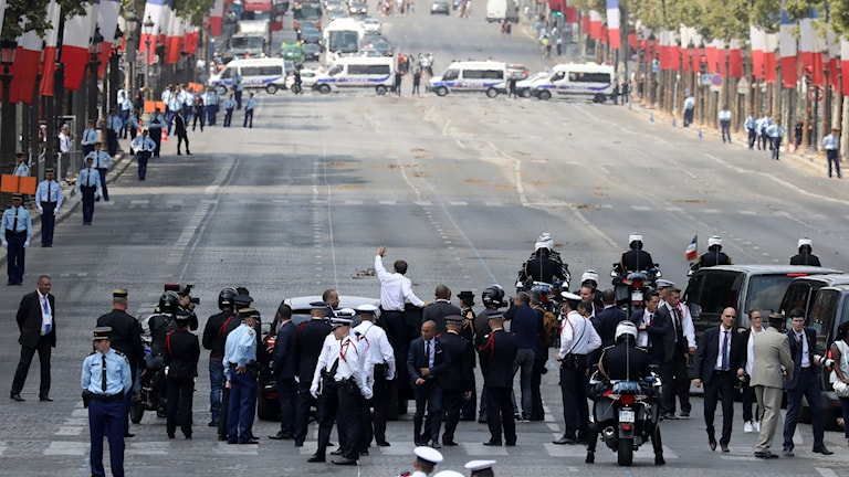President Emmanuel Macron under paraden på Frankrikes nationaldag.