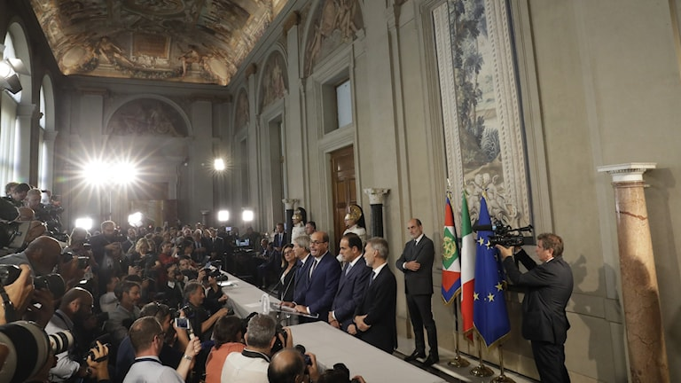 Italienska Nicola Zingaretti talar med pressen efter ett möte med president Mattarella.
