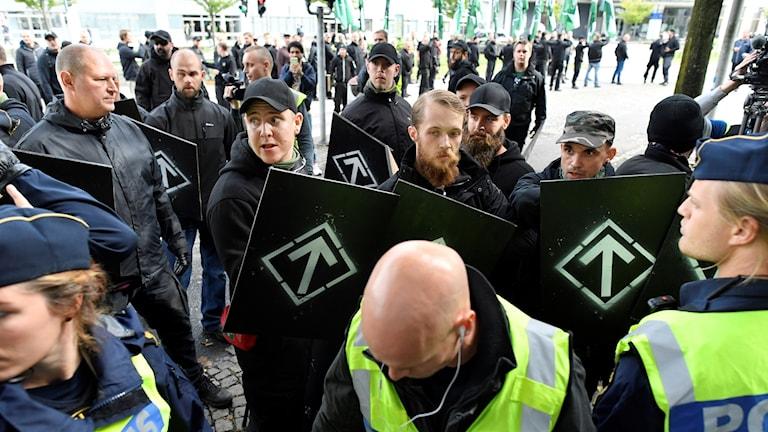 Nordiska motståndsrörelsen, nazister