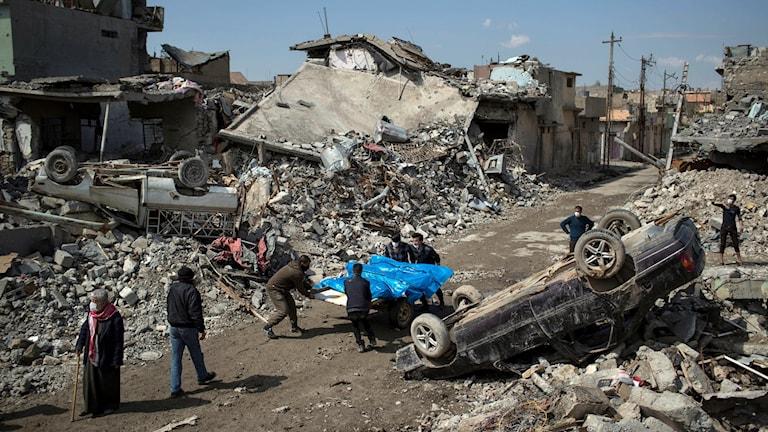 Hundratals civila befaras ha förlorat livet i USA-ledda bombattacker.