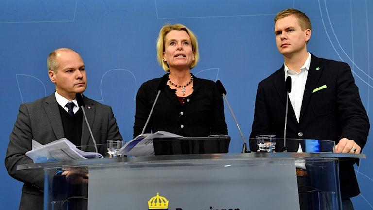 Morgan Johansson, Åsa Regnér och Gustav Fridolin presenterade jämställdhetsskrivelse.