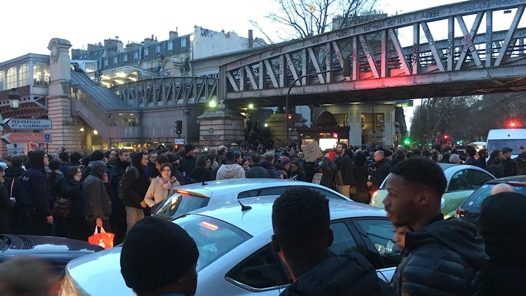 Demostrationen mot polisvåld i centrala Paris stoppade trafiken under en del av onsdagskvällen.