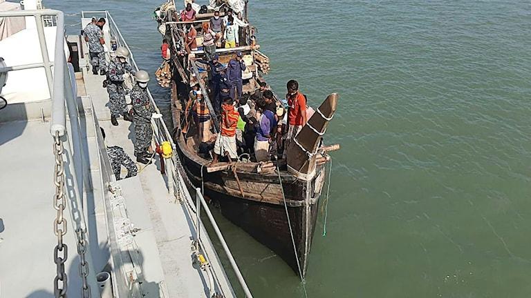 Bangladesh regering har haft storslagna planer på att kunna föra dit över 100 000 rohingyaflyktingar.