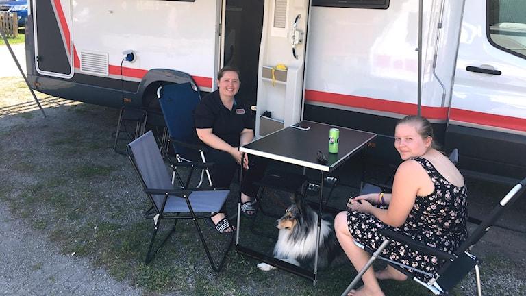 Wendy och Marieke, turister från Belgien, på Ängby Camping i Stockholm.