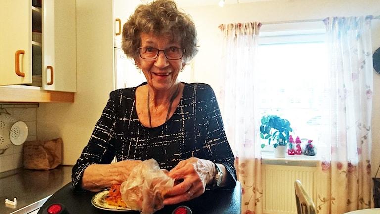84-åriga Gun Eriksson i Enköping är nöjd med kommunens Trygg hemgång.