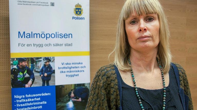 Ulrika Rogland fotograferad vid en pressträff hos Malmöpolisen.
