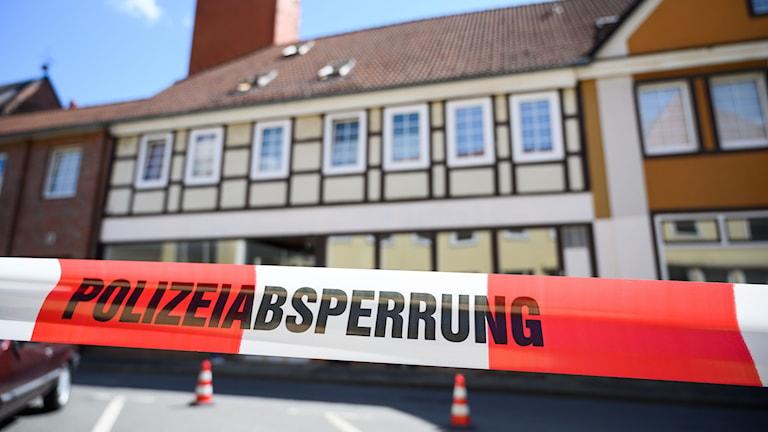 Avspärrningar vid huset i Niedersachsen där ytterligare två lik hittades.
