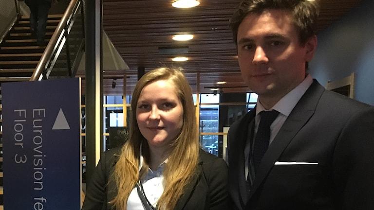 Emma Gustavsson och Carl Hellström deltog i EU-toppmötet. Foto: Erica Hedin/Sveriges Radio.