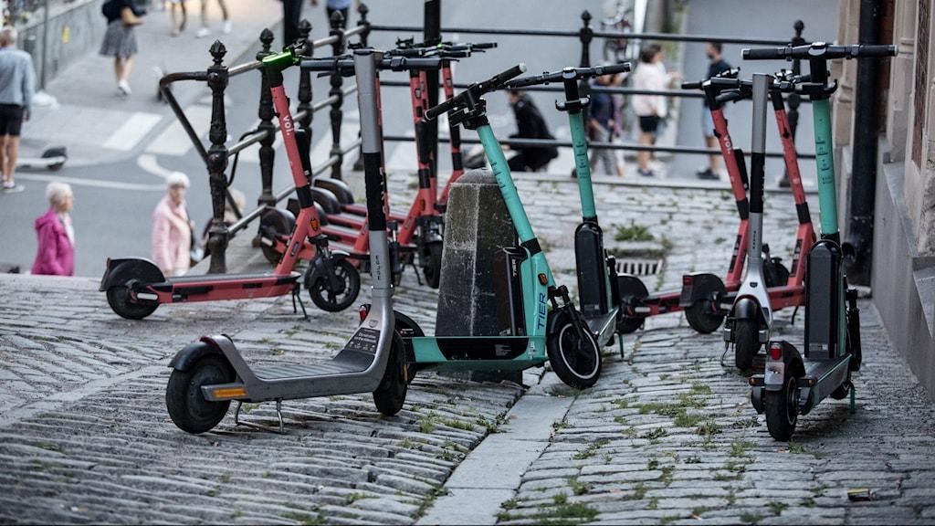 parkerade elsparkcyklar