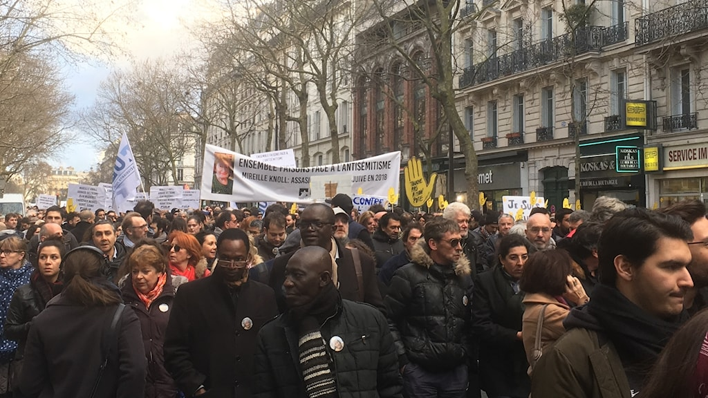 Tusentals människor tågade i Paris