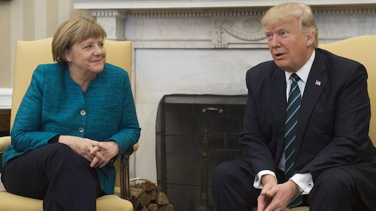 Angela Merkel möter Donald Trump i Vita huset.