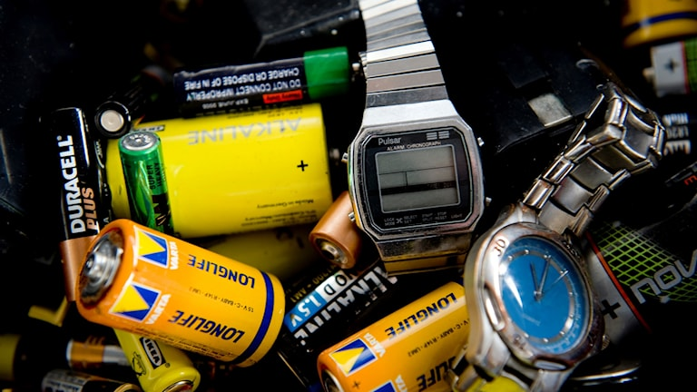 Batterier och klockor återanvänds.