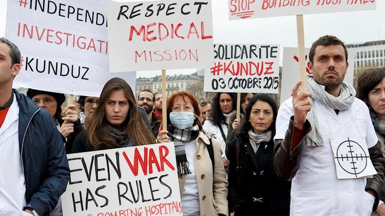 Läkare utan gränser demonstrerar.