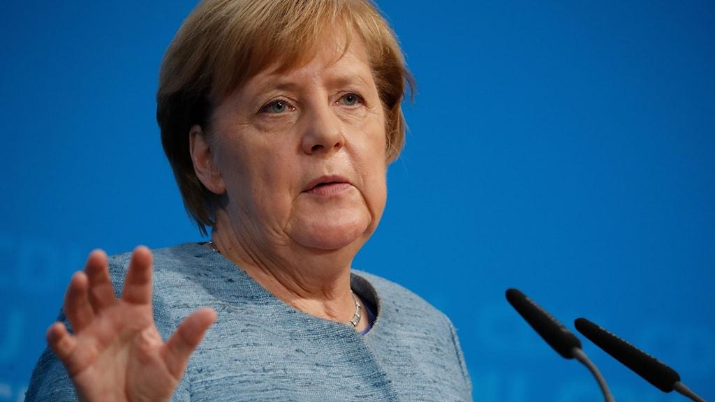 Förbundskansler Angela Merkel stoppar Tysklands vapenexport till Saudiarabien.