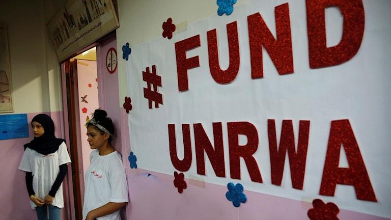Elever framför en av  UNRWA: skolor i Libanon, september 2018. Foto: Hussein Malla/TT.