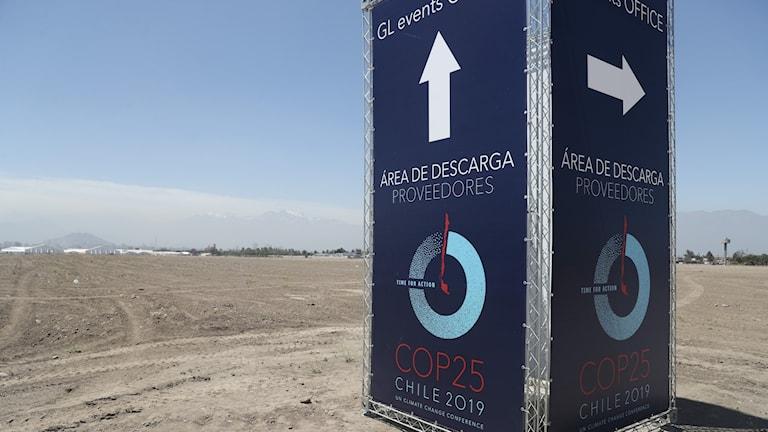 En informationspelare nära platsen för FN:s klimatmöte i Santiago som skulle börjat 2 december 2019, men som ställdes in 30 oktober.
