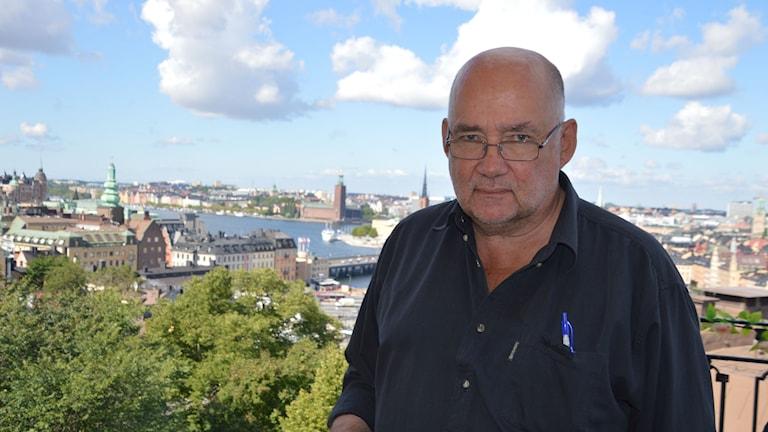 Staffan Sonning framför Stockholmsvy