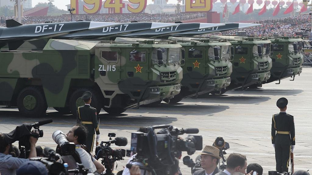 kinesiska vapen under militärparad