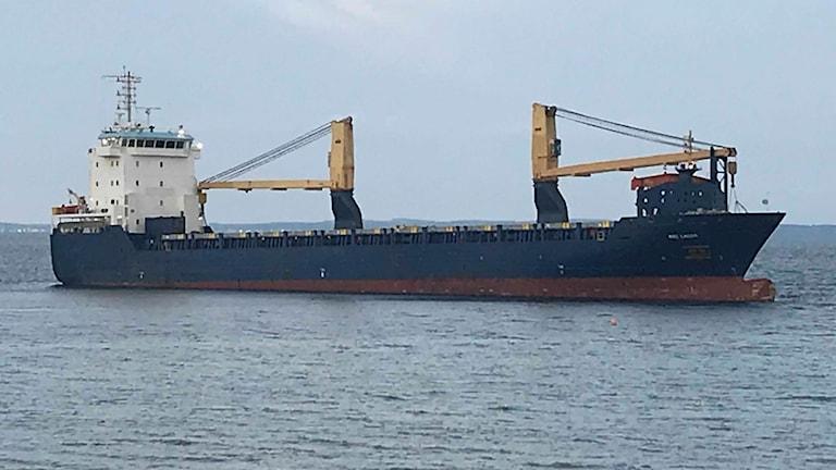 Det grundstötta handelsfartyget utanför Råå söder om Helsingborg.