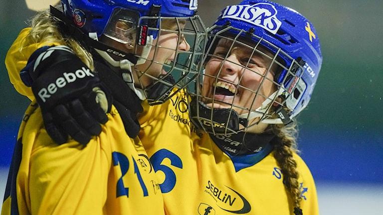 Sveriges Emma Ahlander och Linnéa Larsson.