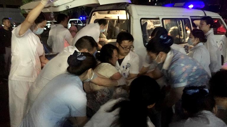 Två starka jordskalv skakade Sichuanprovinsen i Kina.