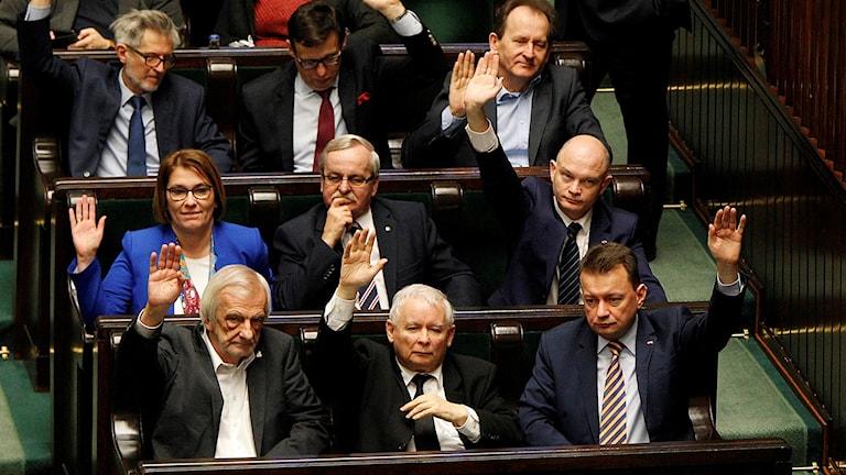 Polens parlamentsledamöter avstår delar av sin lön.