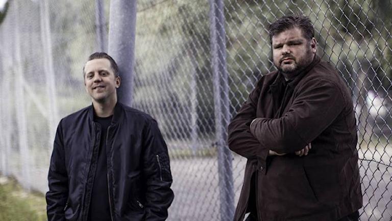 Olle Eriksson, till vänster, och Jonas Klinteberg som har skrivit rapporten om ungdomar som samtransporteras med frihetsberövade vuxna.