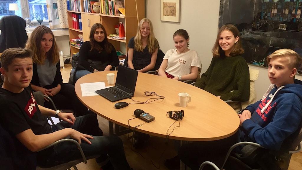 Niondeklassarna på Enskede skola jobbar just nu med temat sexuella trakasserier. Från vänster: Isak Djurså, Miranda Fåhraeus, Nea Estrada, Maja Michelsson, Johanna Siegbahn, Maja Wetterqvist, Ottar Blomgren.