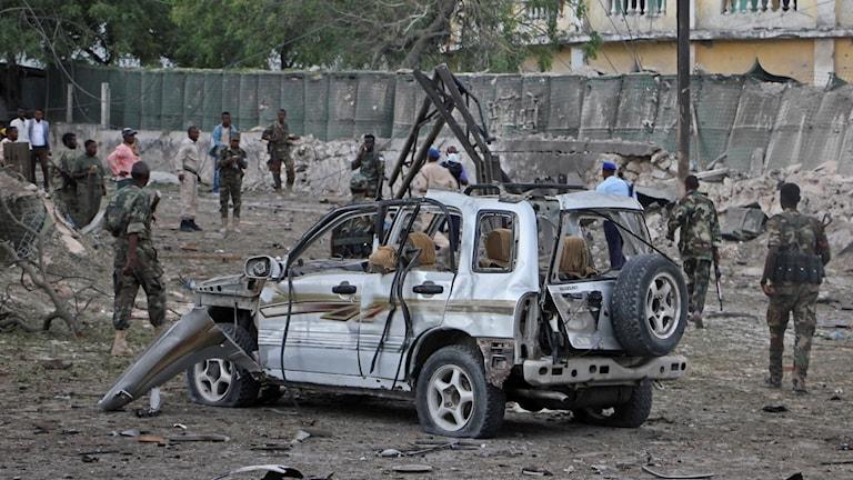 En bil som exploderat.