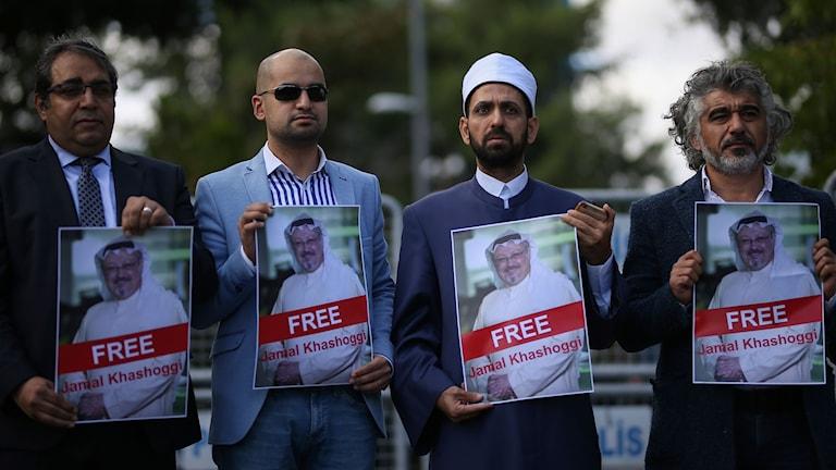 Demonstranter nära saudiska konsulatet i Istanbul.