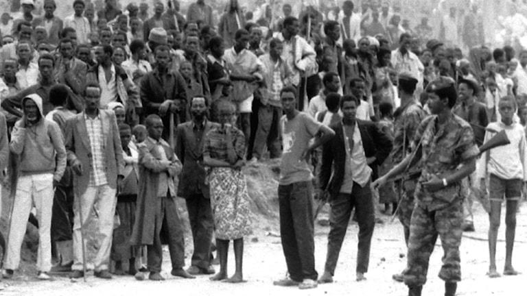 Personer av folkgruppen tutsi på flykt från våldet i Burundi. Bilden är en arkivbild från den 28 oktober 1993.