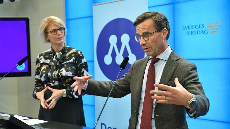 Moderaternas ekonomisk-politiska talesperson Elisabeth Svantesson och partiledaren Ulf Kristersson (M) presenterar partiets höstbudget.