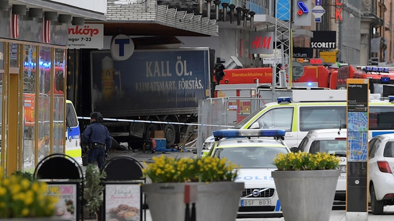 Lastbilen som körde in i människor på Drottninggatan i centrala Stockholm.