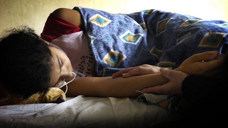 Ett flyktingbarn ligger i ett komaliknande tillstånd på grund av psykisk stress.