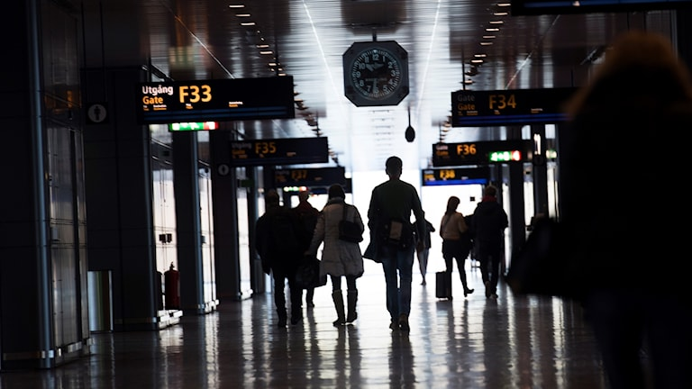 Anonyma flygresenärer på Stockholm Arlanda Airport.