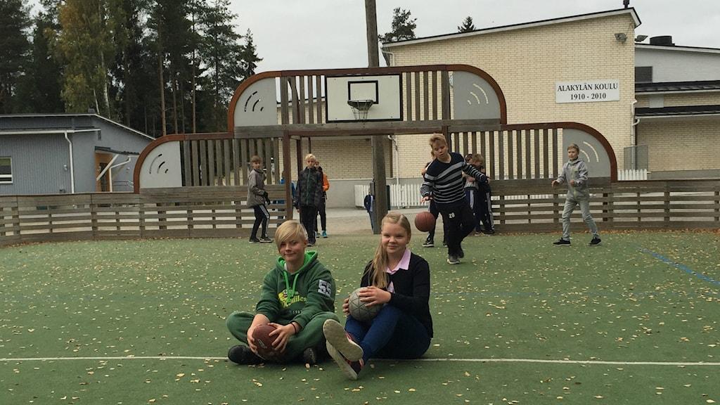 Arttu Sarikoski och Maija Polari 5B Alakylän-skolan Seinäjoki