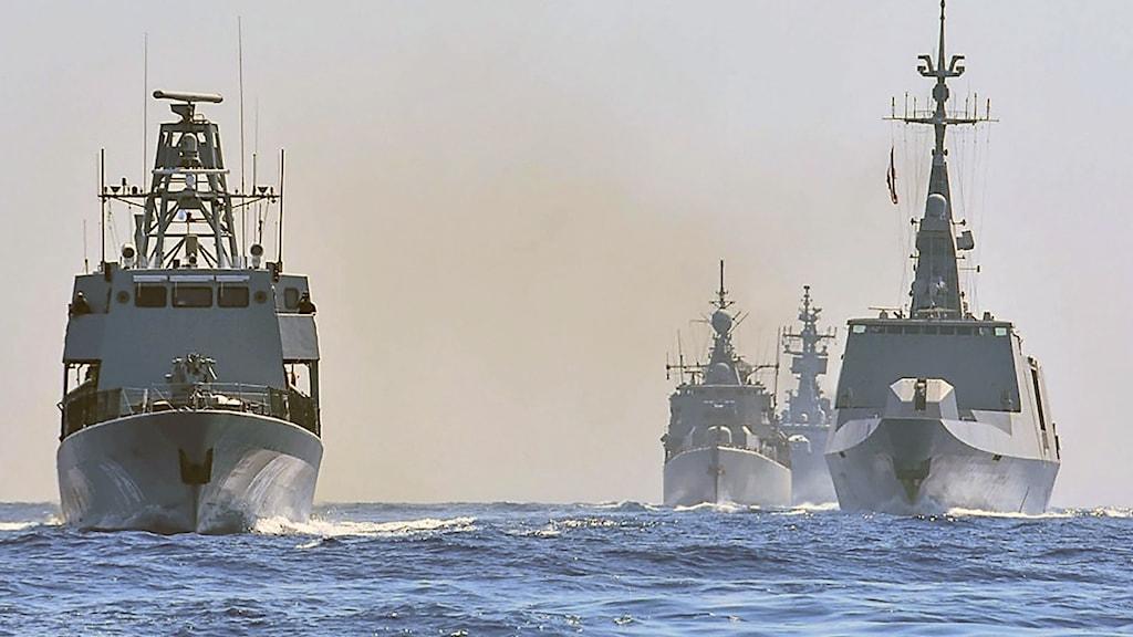 """Grekiska, italienska, cypriotiska och franska skepp under en gemensam övning i östra Medelhavet. I samband med övningen varnade Turkiet för att man skulle """"stå upp"""" mot försök att militarisera områden nära landet kust."""