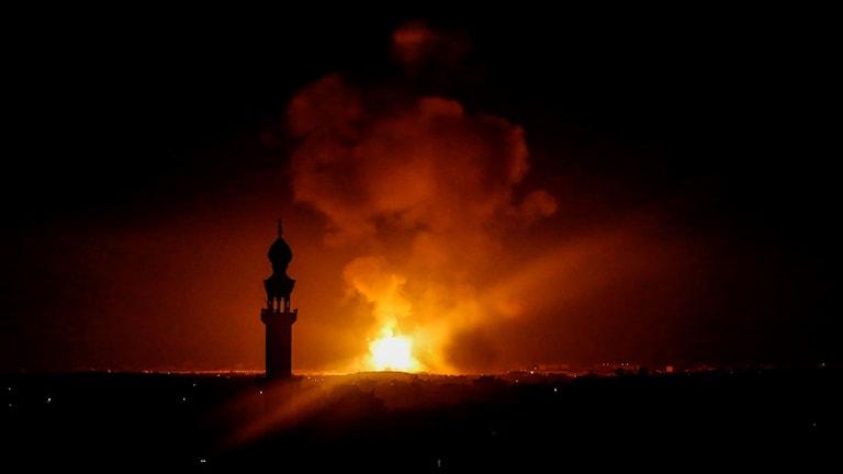 Explosion i Gaza den 5 maj, efter beskjutningen från Israel som i sin tur var ett svar på raketbeskjutningen från Gaza. Foto: Said Khatib/TT.