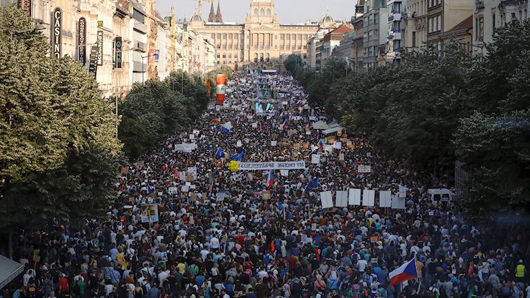 Uppåt 120.000 demonstranter fyllde den långa Václavplatsen i centrala Prag