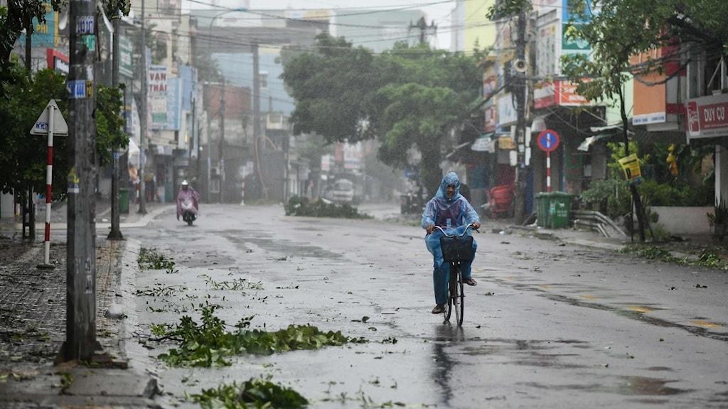 Tyfon orsakar förödelse i Vietnam