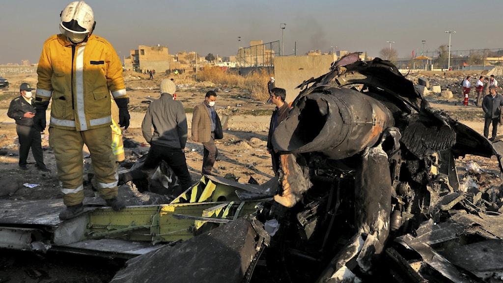 Delar av planet efter olyckan i Iran.