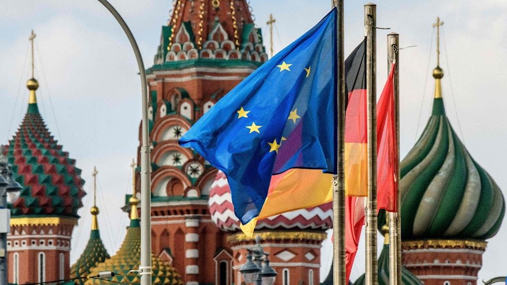 Röda Torget, Moskva, med EU:s flagg i förgrunden. Foto: Mladen Antonov/TT.